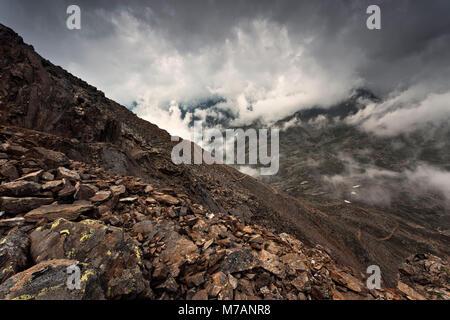 Vista dal Monte Gaviola sul Passo Gavia, Lombardia, Italia Foto Stock