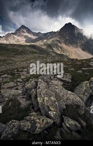 Corno dei Tre Signori e Monte Gaviola visto dal Passo Gavia, Lombardia, Italia