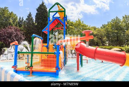 Piscina per bambini con scivolo e cascata sul sito hotel flamingo grand hotel albena bulgaria - Hotel con piscina riscaldata per bambini ...