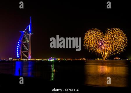 Dubai EMIRATI ARABI UNITI/- Nov 17 2017: Burj Al Arab di Dubai di notte Foto Stock