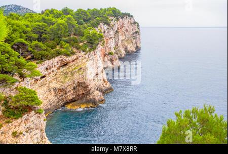 Isole di Kornati. Clifs Telascica nel Parco Nazionale di Kornati, mare Adriatico in Croazia, Europa Foto Stock