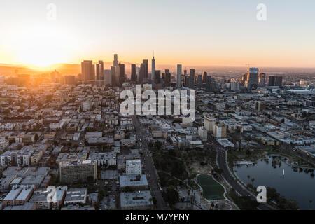 Los Angeles, California, Stati Uniti d'America - 20 Febbraio 2018: Antenna vista la mattina ad est sulla 6th street Foto Stock