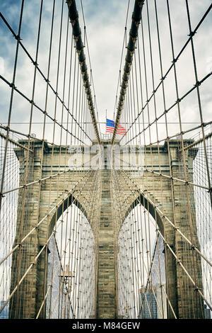 Retrò immagine stilizzata del Ponte di Brooklyn, New York City, Stati Uniti d'America. Foto Stock