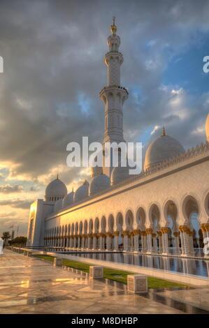 ABU DHABI, Emirati Arabi Uniti - 01 febbraio: Sheikh Zayed Grande Moschea di Abu Dhabi, Emirati arabi uniti nel Foto Stock