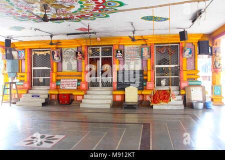 Vista interna o interiore di Shri Vitthal Rakhumai tempio a Pimpri, Pune