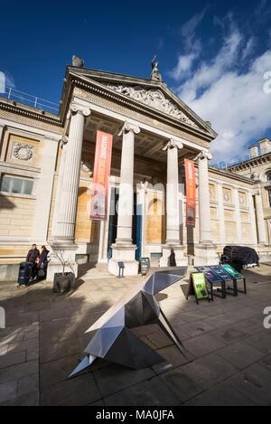 Oxford. In Inghilterra. Il museo Ashmolean Museum, entrata principale esterno. Revival Greco facciata e portico da Charles Robert Cockerell costruito nel 1845. Foto Stock