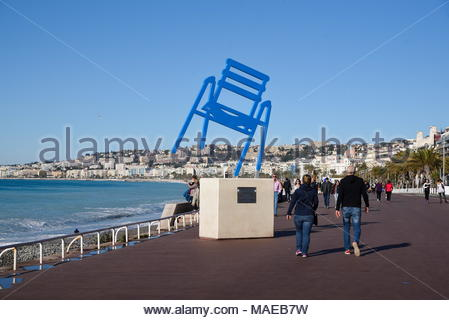 Sedie Blu Nizza : Nizza francia apr persone sedersi sul banale sedie di