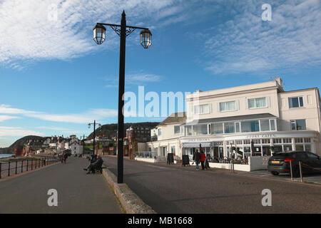 Il lungomare e la Esplanade a Sidmouth, nel Devon nel tardo novembre, guardando ad ovest Foto Stock