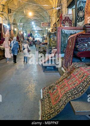 Tappeti persiani in vendita presso Vakil bazaar, Shiraz, Iran Foto Stock