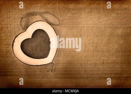 Vintage foto cuore telaio in legno su grunge background. Foto Stock