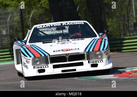 Circuito di Imola, Italia. 21 Aprile 2018: Emanuele Pirro drive Lancia Martini Beta Montecarlo durante la leggenda del motore Festival 2018 sul circuito di Imola in Italia. Credito: dan74/Alamy Live News