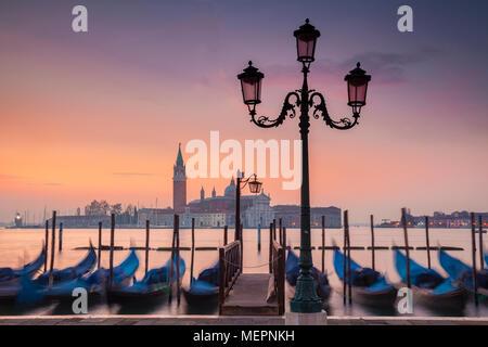 Foschia mattutina su Venezia, Italia Foto Stock
