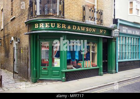 Breuer & Dawson vintage negozio di abbigliamento in King Street, Margate Foto Stock