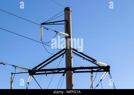 Linea elettrica ad alta tensione torri Foto Stock