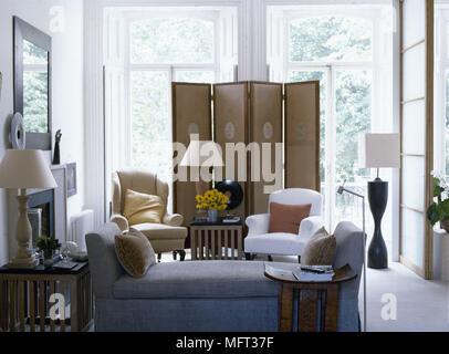 Camere Bianche E Grigie : Moderno salotto pareti crema windows schermo camino giornata