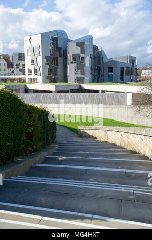 Vista esterno dell edificio del Parlamento scozzese a Holyrood a Edimburgo, Scozia, Regno Unito. Foto Stock
