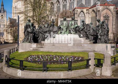 Statua in bronzo dei fratelli Jan e Hubert Van Eyck, pittori di Gand Altare (Adorazione del mistico Agnello ~ Het Lam divinità). Foto Stock
