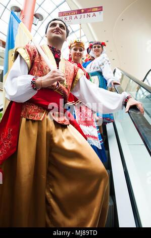 Chaika, ucraino di danza e musica popolare ensemble da Odessa, Ucraina, effettuando al venticinquesimo Folkart CIOFF Internazionale Festival di Folclore folklore sub-festival di Festival di Quaresima, una delle più grandi feste all'aperto in Europa. Folkart, Festival Lent, Maribor, Slovenia, 2013.