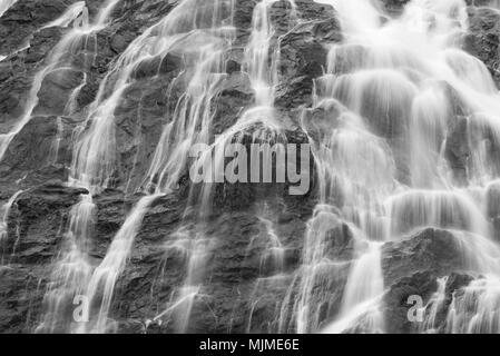 Sfondo astratto di cascate in bianco e nero