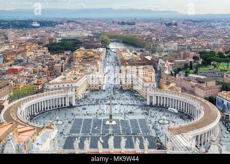 Panorama di Roma - Piazza San Pietro in Vaticano, Roma, Italia. Foto Stock