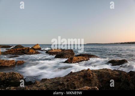 Una lunga esposizione a Bondi Beach Foto Stock