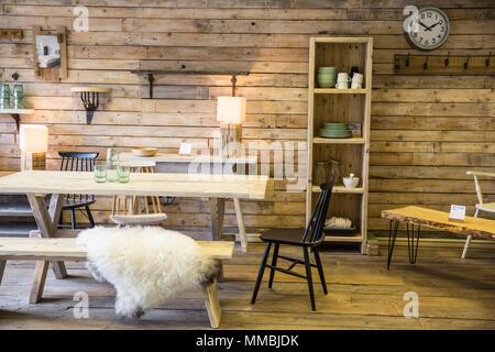 Tavoli Da Pranzo In Legno Riciclato : Tavolo in legno composto da materiali riciclati pallet di legno