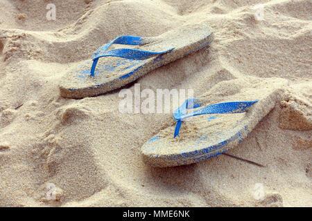 Chiusura del flip flop sulla spiaggia. Phu Quoc. Il Vietnam. Foto Stock
