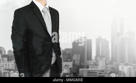 La doppia esposizione, imprenditore e sullo sfondo della città Foto Stock
