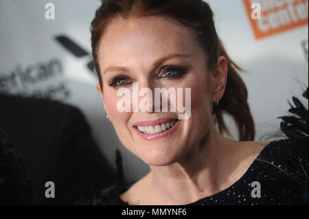 NEW YORK, NY - 07 ottobre: Julianne Moore assiste il cinquantacinquesimo New York Film Festival 'Wonderstruck' premiere a Alice Tully Hall il 7 ottobre 2017 in New York City. Persone: Julianne Moore Foto Stock