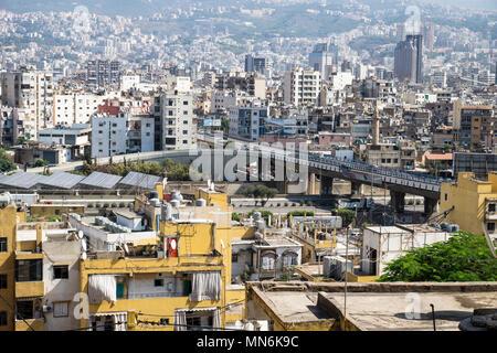 Panoramica sull'affollata città di Beirut con bridge, Beirut, Libano, Medio Oriente Foto Stock