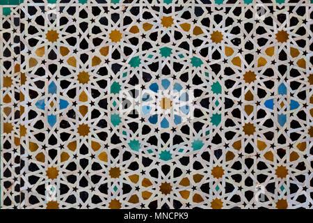 Piastrelle marocchine sulla parete della moschea hassan ii a