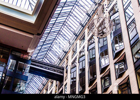 All'interno del centro Commerce Mondial Montreal Foto Stock