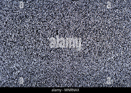 Schermo televisivo con rumore di statica causata dalla cattiva ricezione del segnale o nessun segnale. Abstract background. Foto Stock