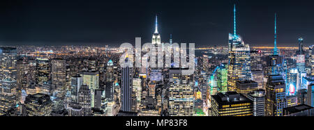 Veduta aerea di New York City di notte Foto Stock