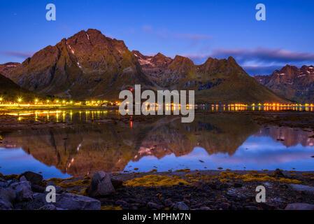 Serata in un villaggio di pescatori sulle isole Lofoten in Norvegia