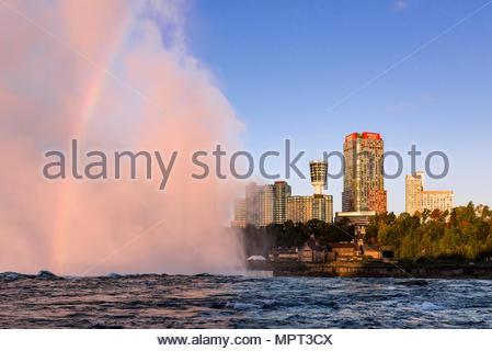 Cascata Horseshoe e dello skyline della città, Niagara Falls, Ontario, Canada. Foto Stock
