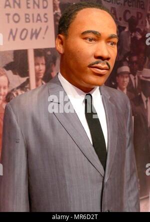 Waxwork statua raffigurante Martin Luther King Jr. (1929 - 1968), American ministro battista e attivista che divenne il più visibile portavoce e leader del movimento per i diritti civili Foto Stock