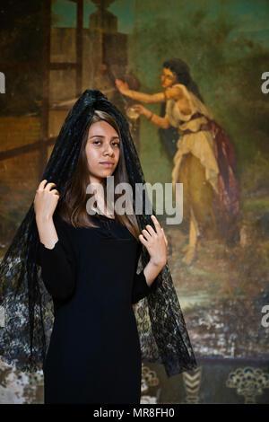 104c0c7c4c1f Donne messicane in nero mantiglie durante la processione di Pasqua ...