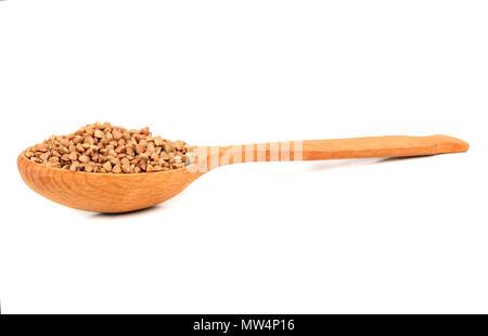 Materie del grano saraceno in cucchiaio di legno su sfondo bianco Foto Stock