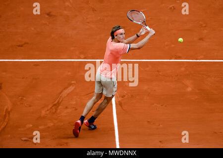 Parigi, Francia. Il 1 giugno, 2018. Alexander Zverev della Germania durante il suo terzo round singles corrisponde al giorno 6 al 2018 francesi aperti a Roland Garros. Credito: Frank Molter/Alamy Live News