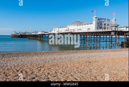 Il Brighton Pier al mattino prima che la gente arriva a Brighton, East Sussex, Inghilterra, Regno Unito. Foto Stock