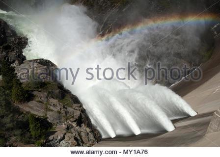 O'Shaughnessy diga a Hetch Hetchy serbatoio nel Parco Nazionale di Yosemite. La fonte di acqua per San Francisco, CA. Foto Stock