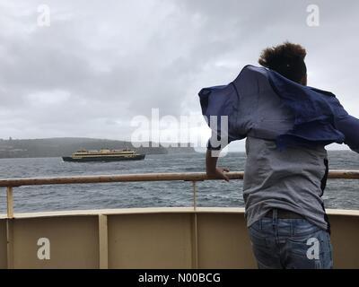 Sydney, Australia. Il 3° marzo 2017. Meteo: pioggia e vento sulla Manly Ferry di Sydney, Australia. Credito: Richard Milnes/StockimoNews/Alamy Live News Foto Stock