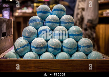 Bagnoschiuma Artigianale : Negozio artigianale di cosmetici bombe e bagnoschiuma diversi