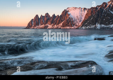 Vista del Ersfjord al tramonto, Oksneset, Senja, Norvegia Foto Stock