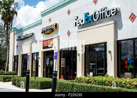 Florida Jensen Beach striscia shopping mall negozi ufficio FedEx Firehouse Subs vitamina Shoppe esterno imprese entrate Foto Stock