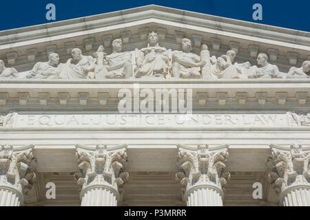 La Corte Suprema è la sede della Corte suprema del ramo giudiziario degli Stati Uniti d'America. Completato nel 1935, è situato in th Foto Stock