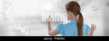 Immagine composita toccando digital e-mail simbolo Foto Stock