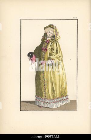 La donna nelle Canarie in-taffetà giallo hooded cape rifilato con rose e  nastri 0d5e804e21a1