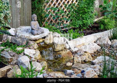 Cascata Giardino Fai Da Te : Un fai da te scomparendo fontana e giardino zen prevede un cortile